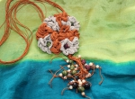 Lniany naszyjnik z dodatkiem ceramicznych koralików