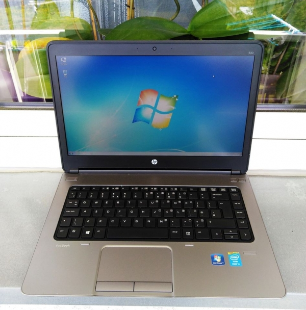 Laptop HP i3 4x2,4GHz